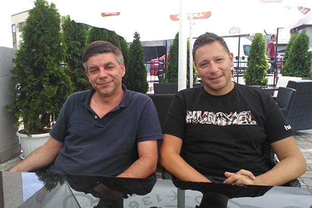 Yves Pfister klubelnök és Májeri Zoltán edző