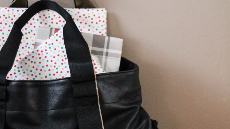 Last Minute Holiday Chaos & My New Favorite Diaper Bag