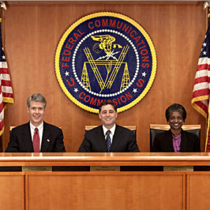 "FCC commissioners 1 300x300 1 - FCC ordena el acceso de aficionados a la banda de 3,5 GHz a ""Sunset"""