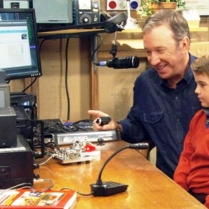 Tim Allen ham radio 300x300 - Operando KA6LMS desde el estudio Last Man Standing