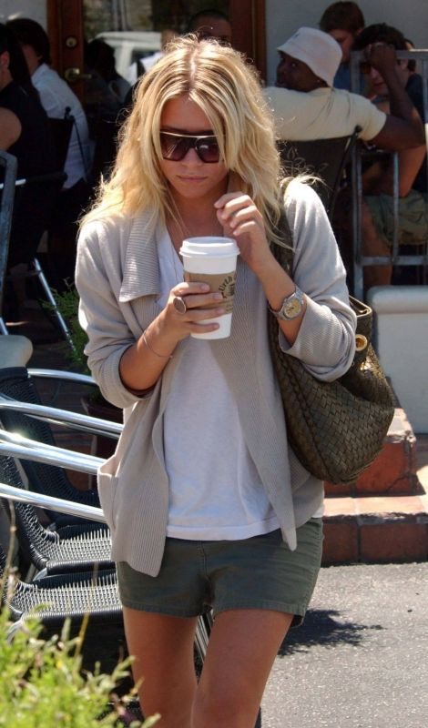 ashley-olsen-knit-sweater-and-shorts
