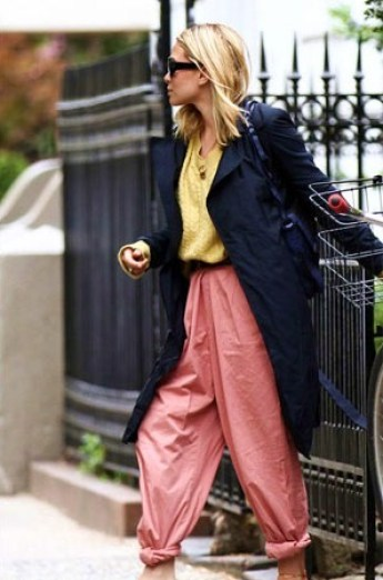 ashley-olsen-loose-trousers-trench-coat