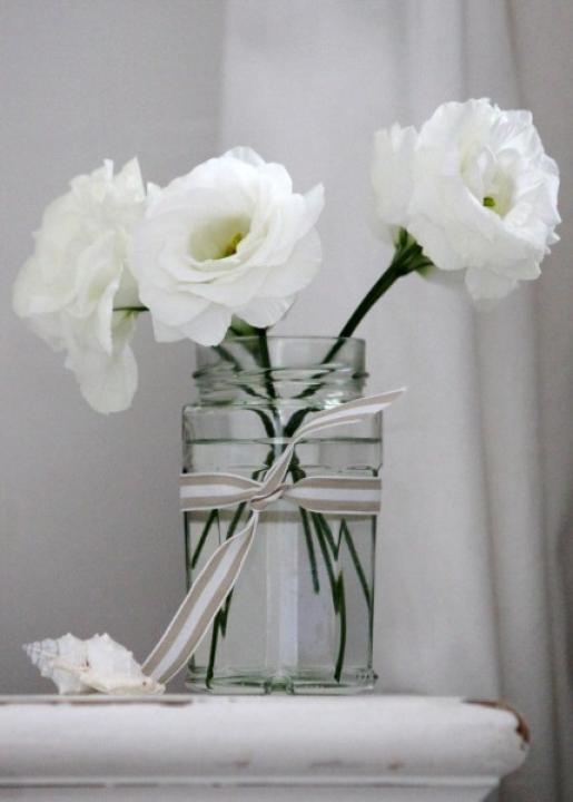 simple-floral-arrangements-white-flowers