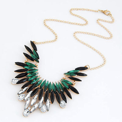 FEATHER DESIGN NECKLACE, £7.20