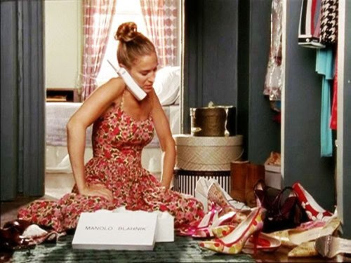 carrie-bradshaw-organizing-shoes-sex-and-the-city