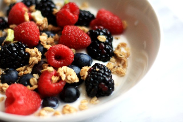 Clean-Eating-Bowl-of-Berries-kpfusion