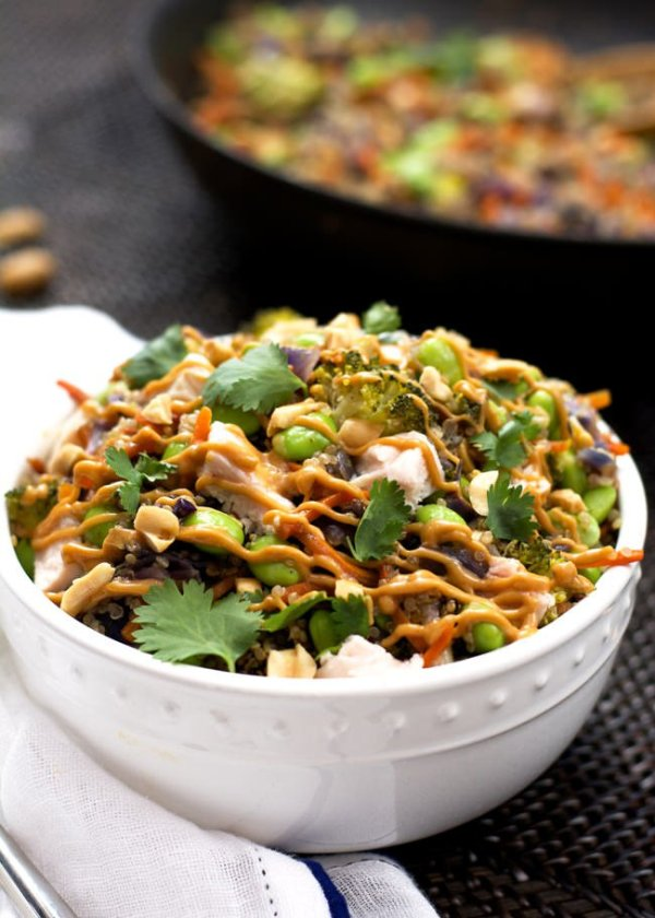 one-pot-thai-quinoa-bowl-with-chicken-and-spicy-peanut-sauce