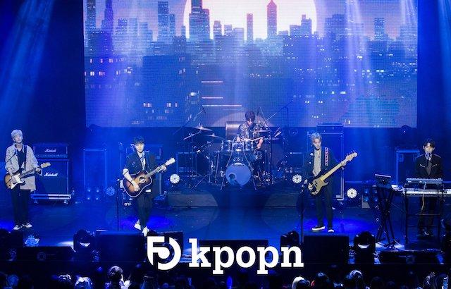 DAY6 甜唱《告白氣球》獻粉絲 - Kpopn