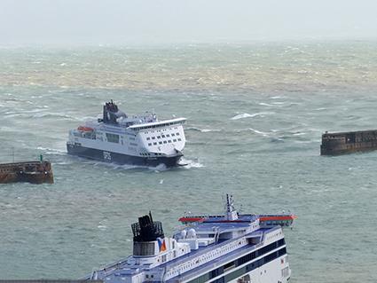 Fähren im Sturm