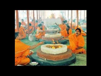 Hindu body begins burning of 500 quintals...