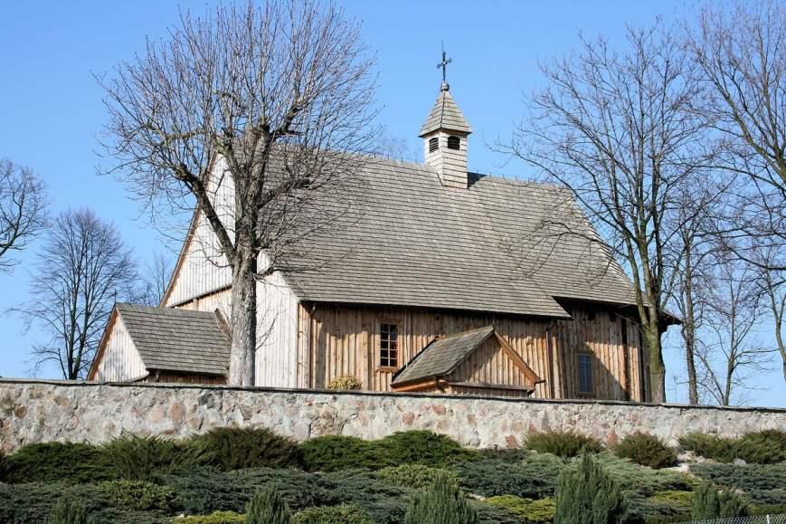 Boguszyce (Gmina Rawa Mazowiecka) - Jest to drewniany, głównie modrzewiowy kościół z XVI w.