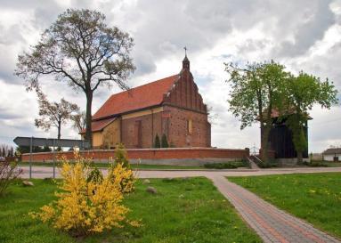 Sierzchowy (Gmina Cielądz) - Kościół parafialny, pochodzący z pierwszej połowy XVI w.