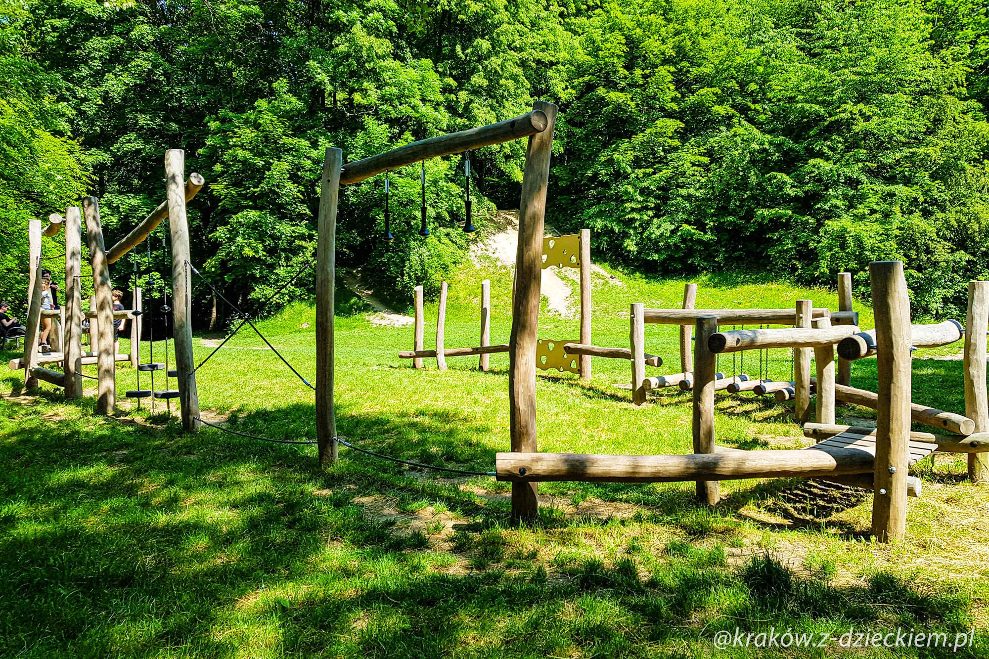 plac zabaw leśna kryjówka