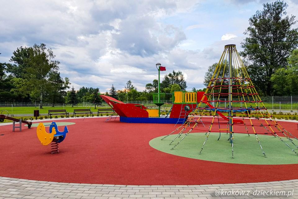 statek plac zabaw w Dobczycach