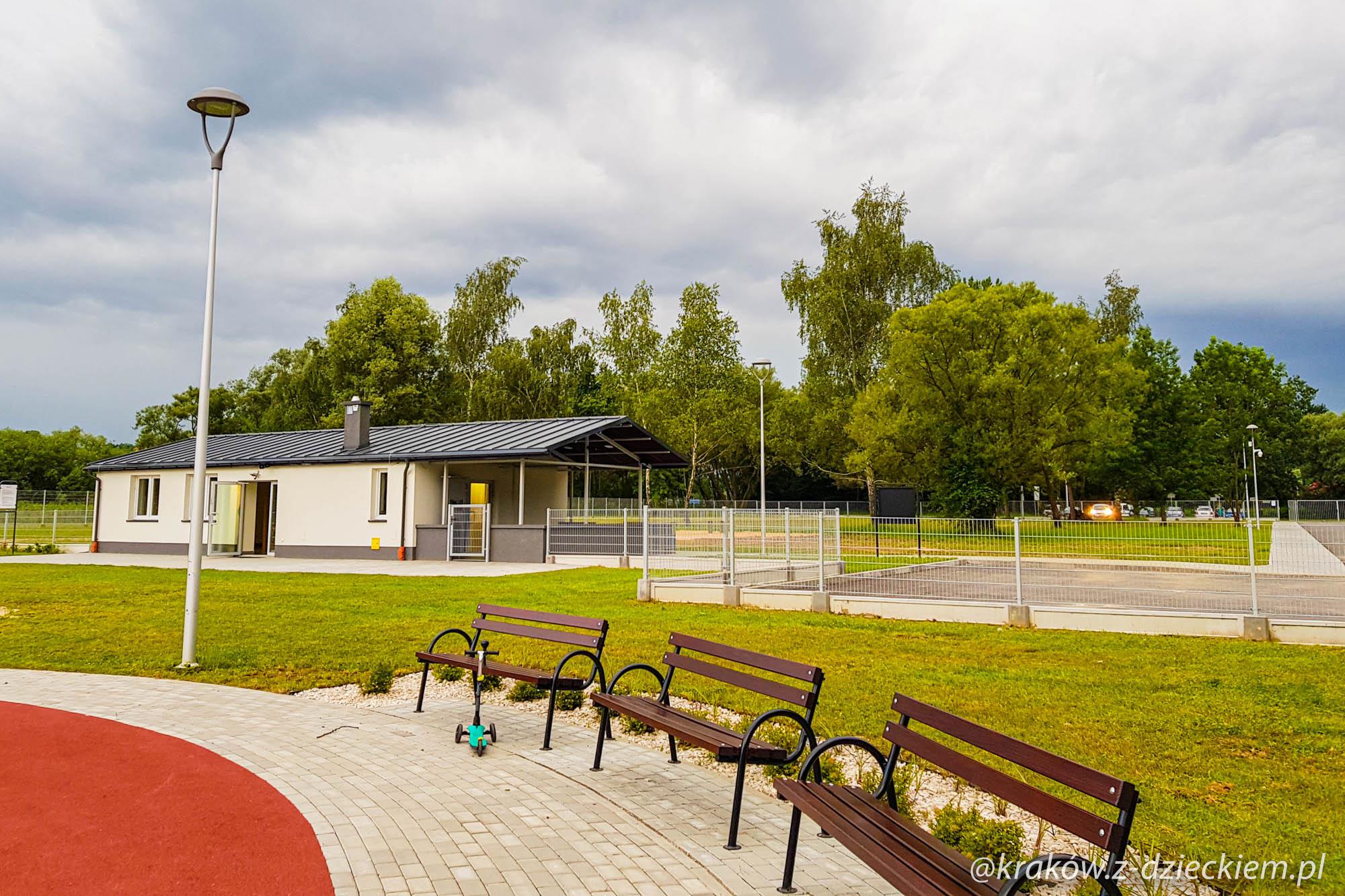 park z ławkami Dobczyce