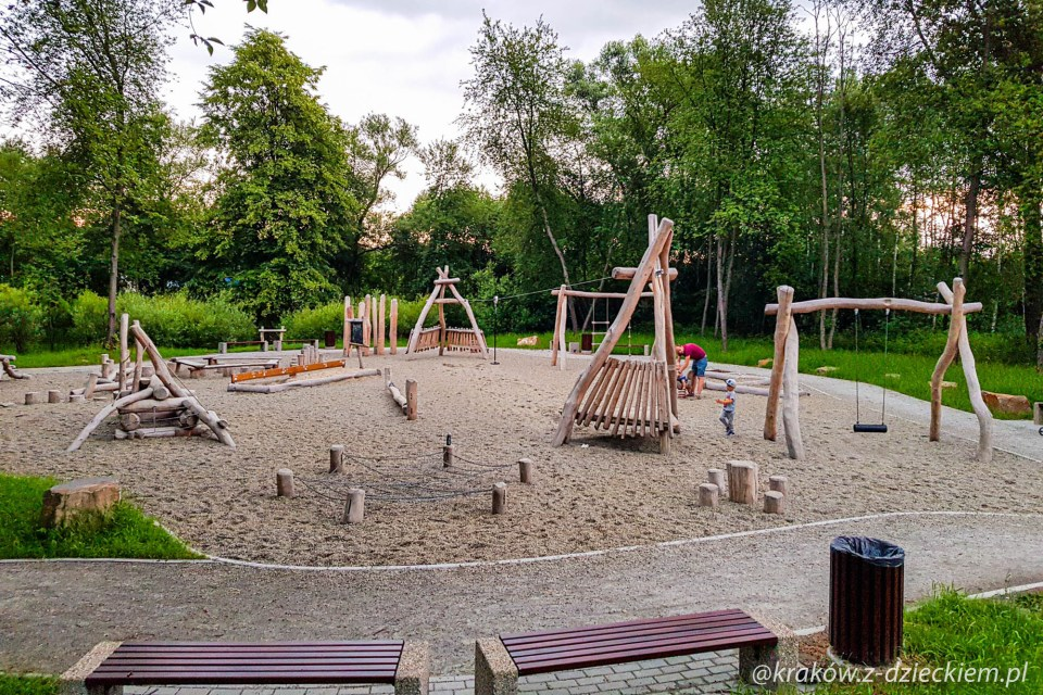 leśny plac zabaw w Dobczycach