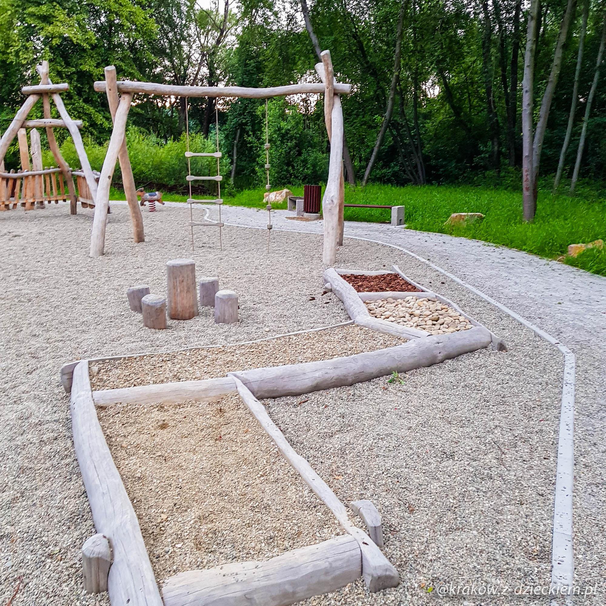 ścieżka sensoryczna, plac zabaw w Dobczycach