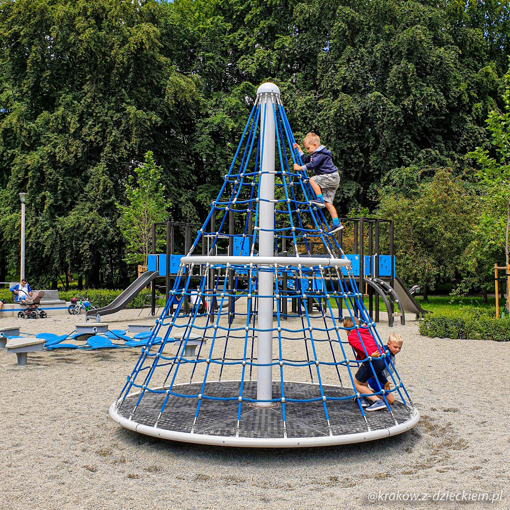 """Plac zabaw """"Samoloty"""" w Parku Lotników"""