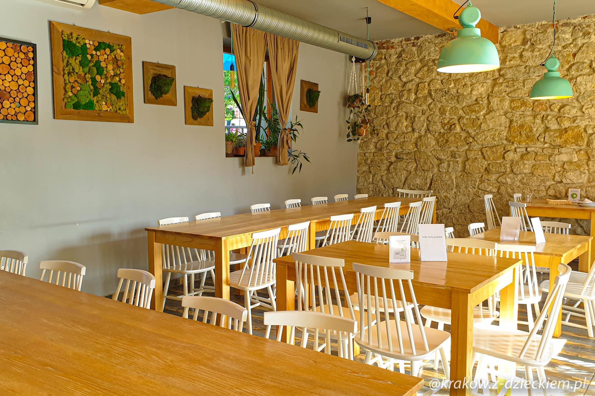 """Restauracja """"27 porcji"""", sala"""