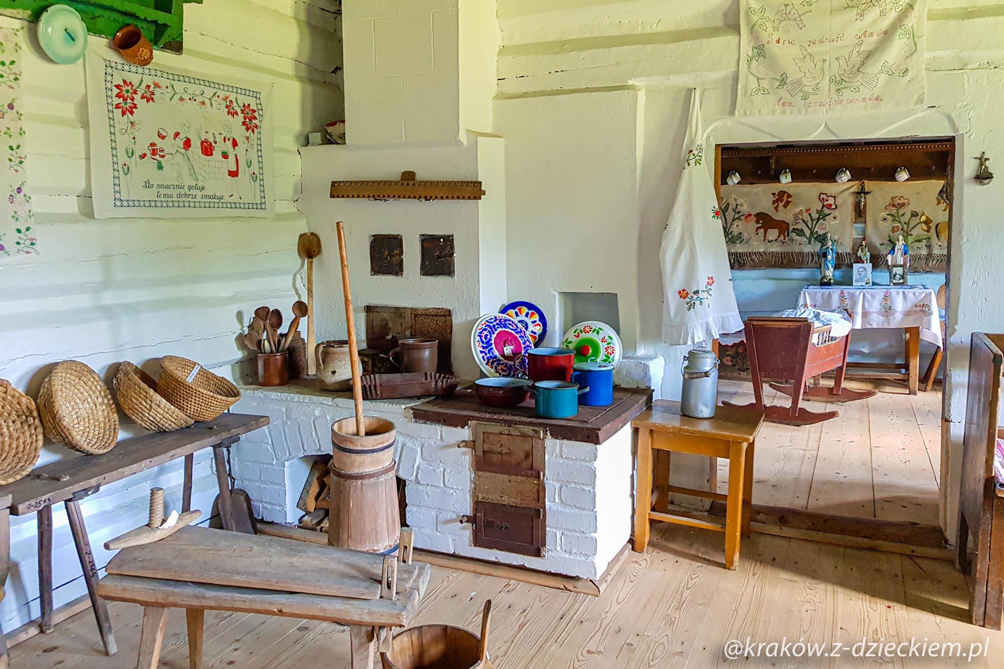 wnętrze starej chaty, Orawski Park Etnograficzny