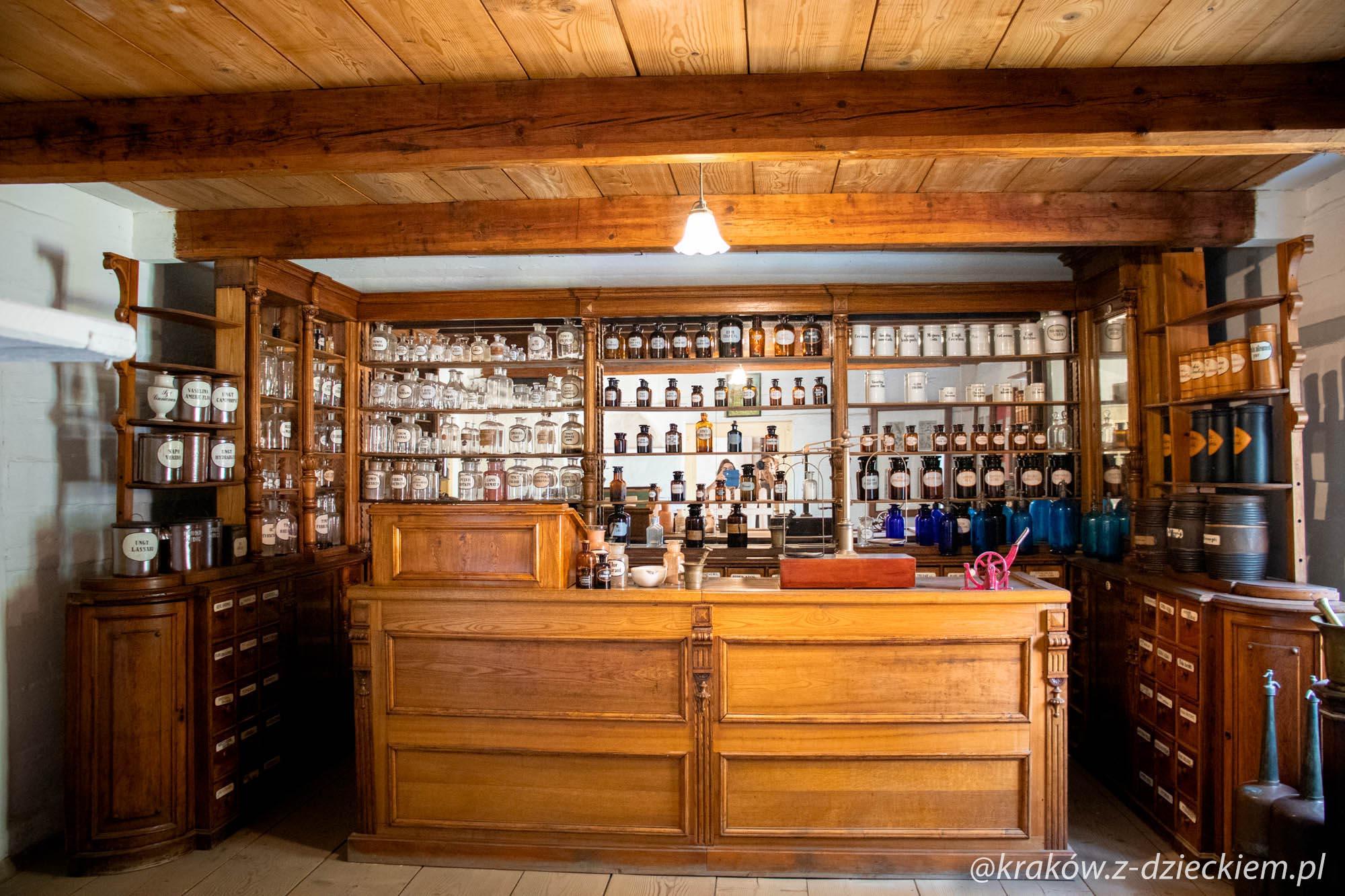 wnętrze apteki