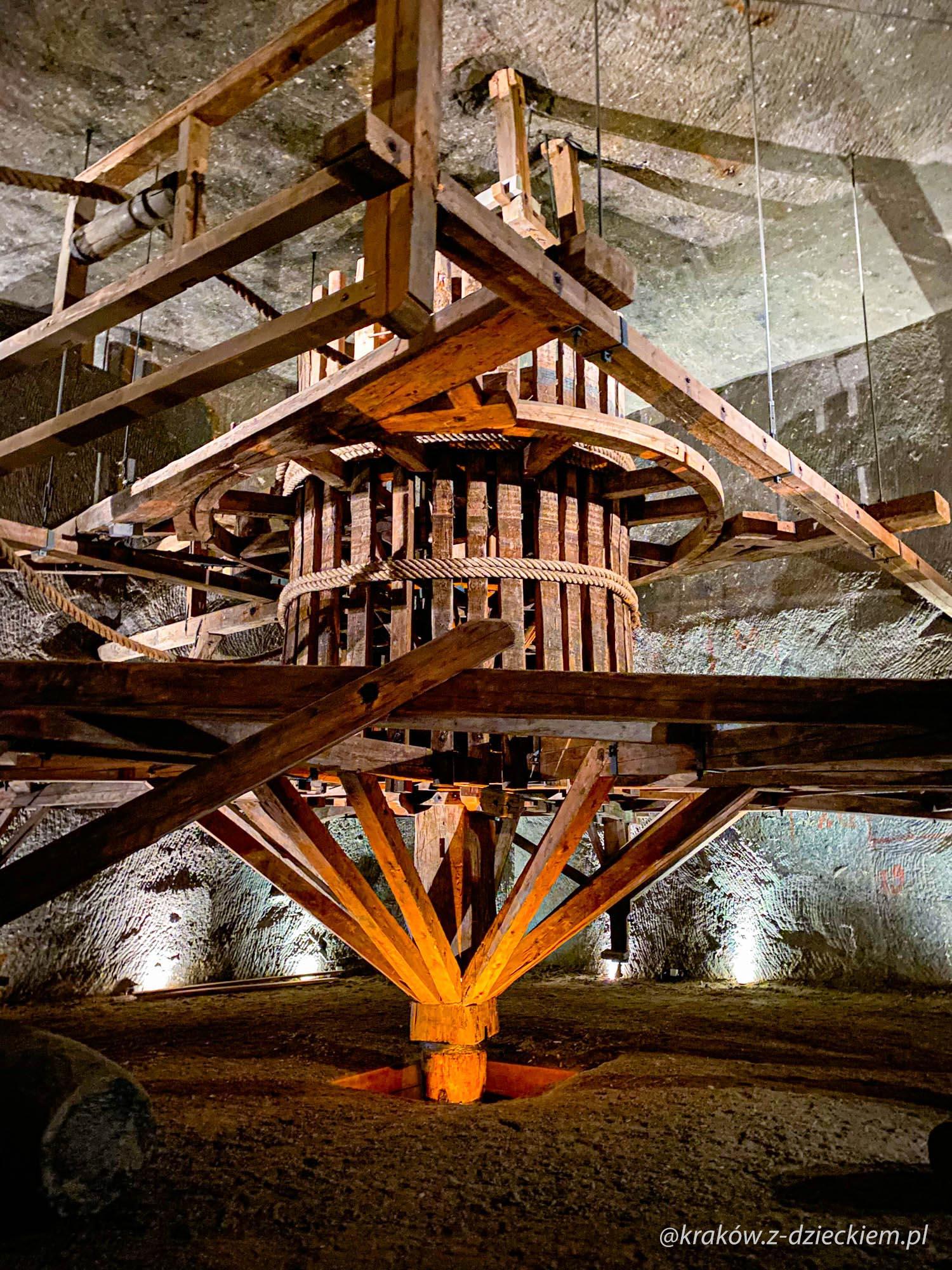 maszyny w kopalni soli