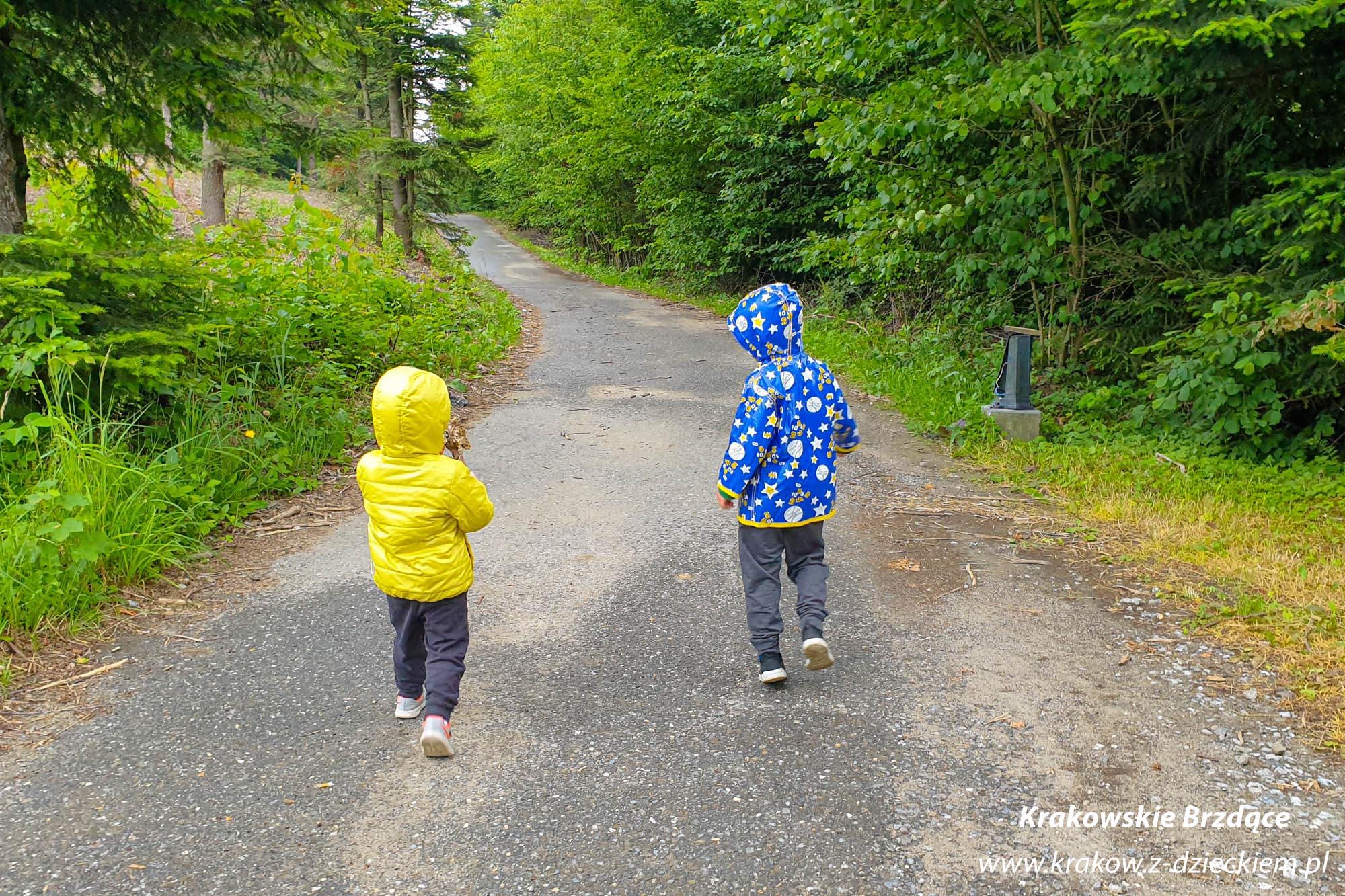 dzieci na szlaku