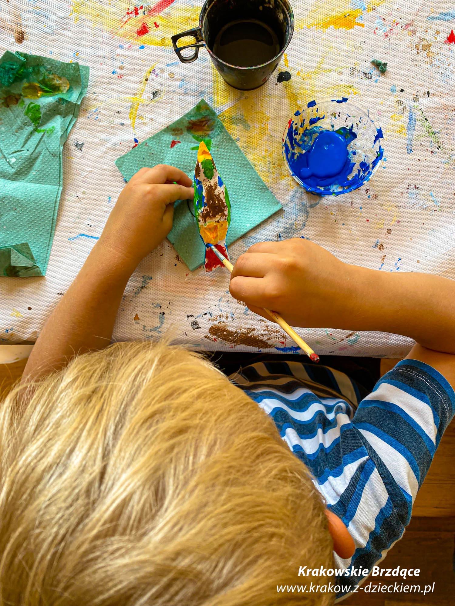Warsztaty z malowania drewnianych ptaszków