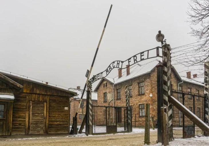 billigere turer til Auschwitz