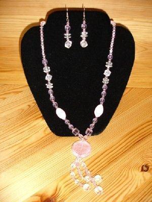Ketting met bijbehorende oorbellen roze