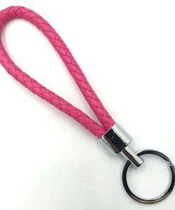 Gevlochten sleutelhanger van kunstleer roze
