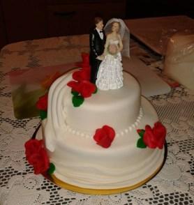 Klasický dvoupatrový dort s marcipánem