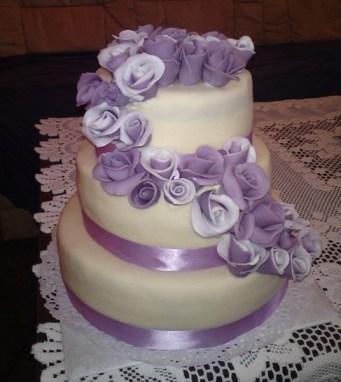 Je-li svatba laděna do fialova...