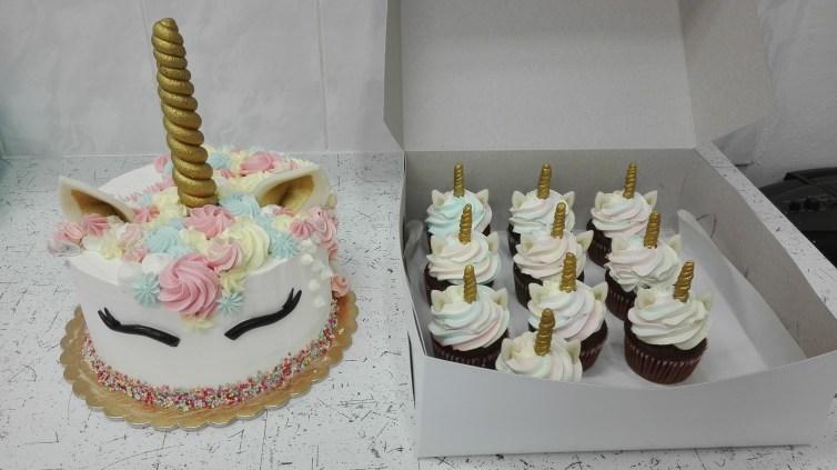 Dort Unicorn a cupcake