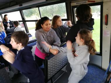 krav-maga-bruxelles-cours-dans-bus-4