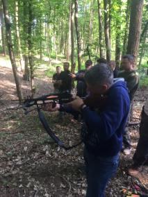 stage survie krav maga bruxelles enfants et parants kids adultes activité tir à l'arbalète dans les bois