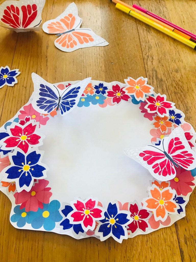 Couronne de fleurs à colorier pour enfant