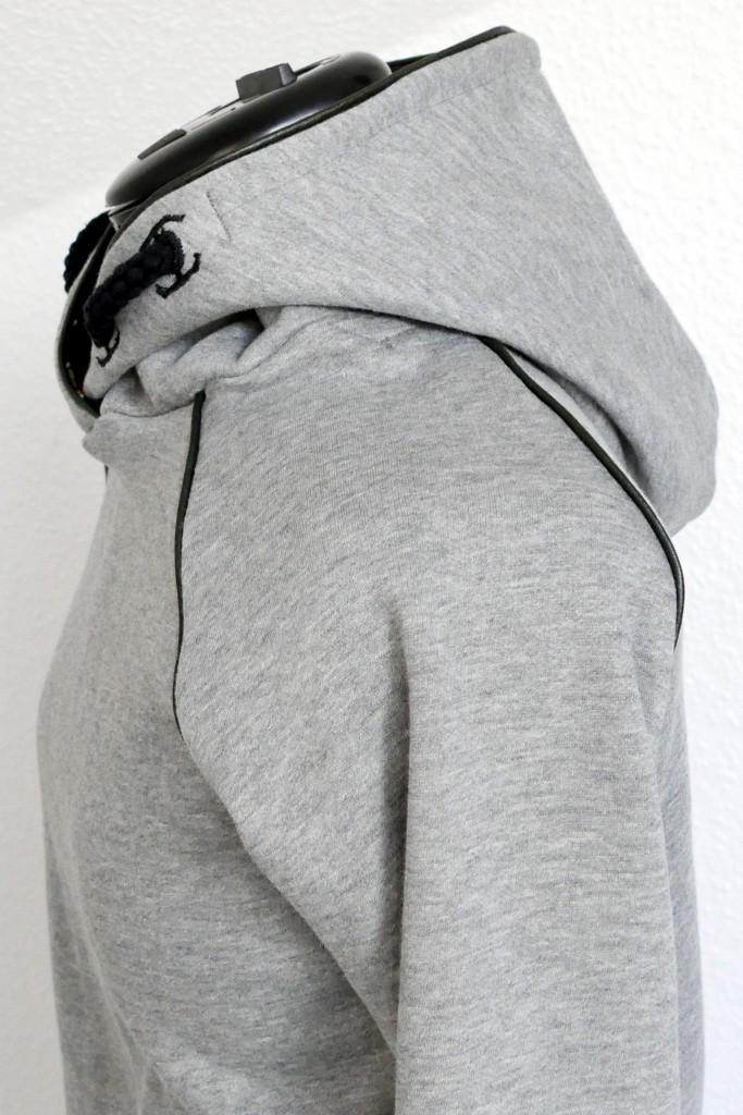 Kinder-Hoodie Konfetti Petterns mit schwarzem Paspelband aus Kunstleder