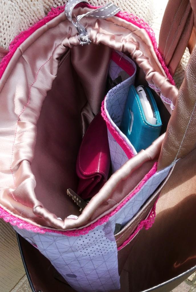 Taschen-Organizer Hedi mit jeweils einem innenliegendem Steck- und Reißverschlussfa