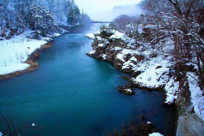 Shirakawa-go - Der Fluss