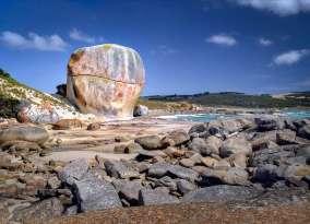 Australia - Tasmania - Filnders Island - Castle Rock