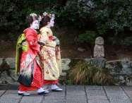 Japan - Kyoto - Kyoto - 2 Frauen in Komono