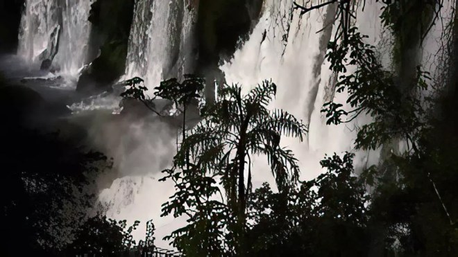 YouTube-Iguazu Beauty Between Brazil And Argentina (Iguazú Falls - Iguaçu) - HD