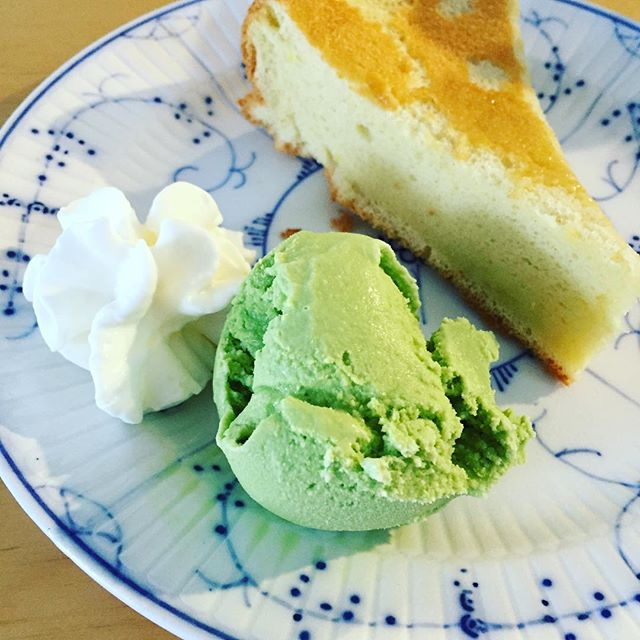 Homemade Taiwanese sponge cake with green tea ice cream #taiwan #greenteaicecream #spongecake