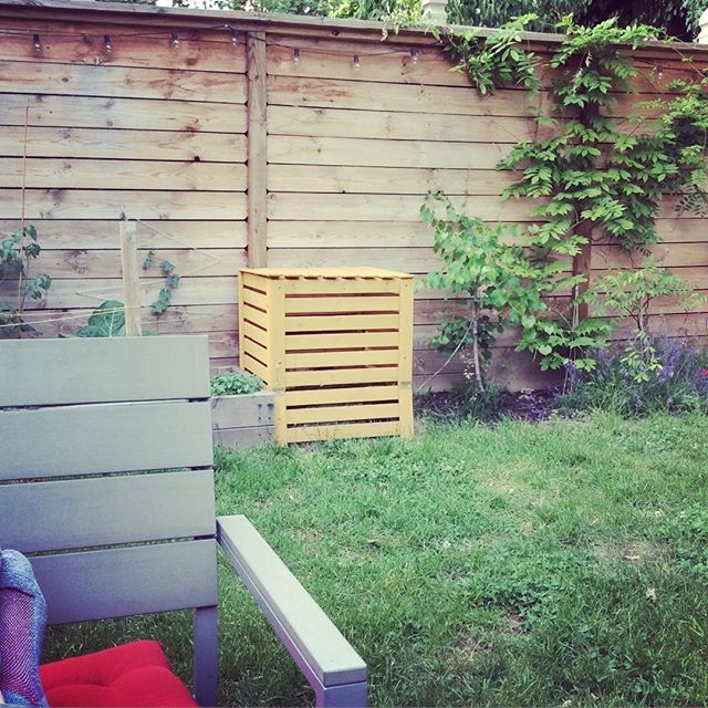 Spent a few minutes in the garden last night just before the mosquitos woke up #flatbushcottage