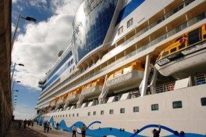 Kreuzfahrtschiffe und Seereisen