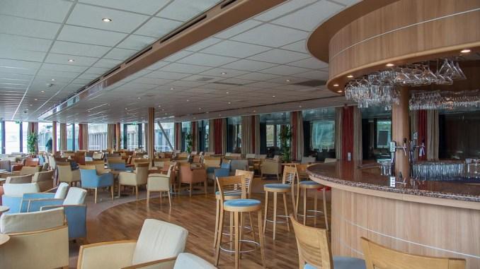 Die Lounge der MS Rhein Melodie mit Bar