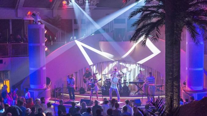 Party im Beach Club der AIDAperla