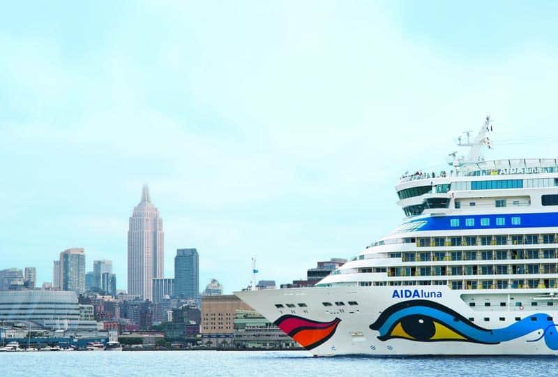 Die AIDAluna steuert den Hafen von New York an