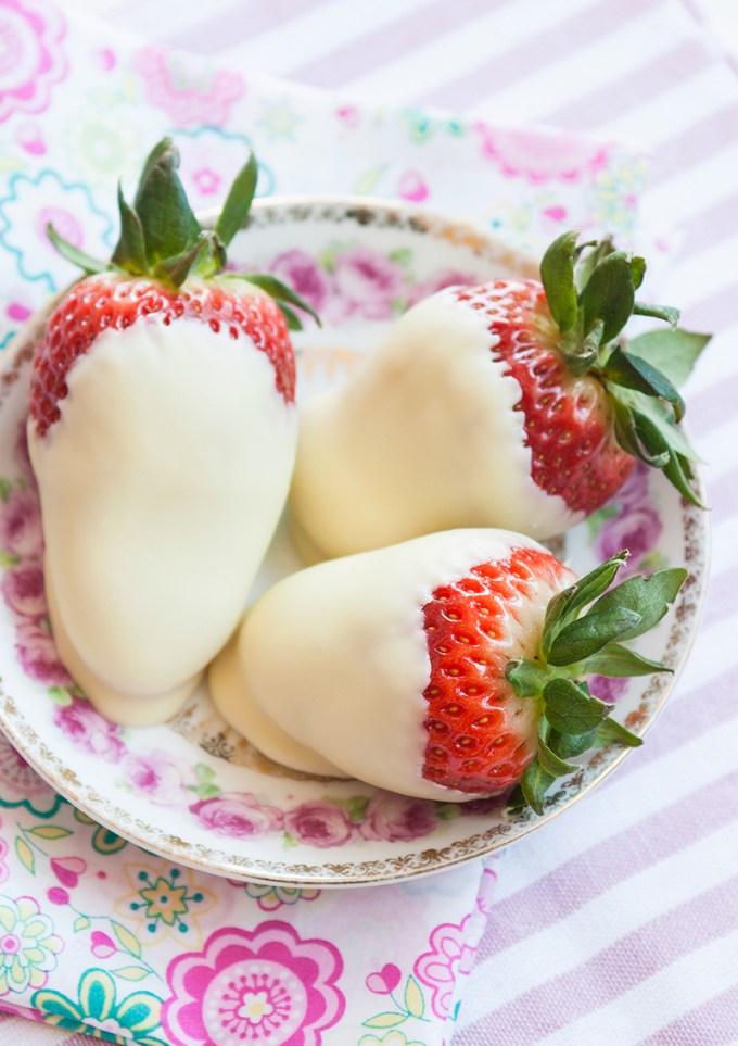 Jordgubbar med vit choklad